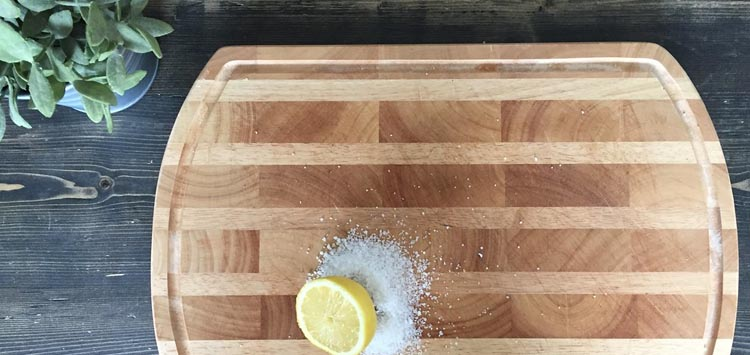 Remove Odors with Baking Soda and Lemon