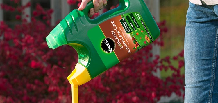 Read the Instructions on When to Spray Lawn Fertilizer